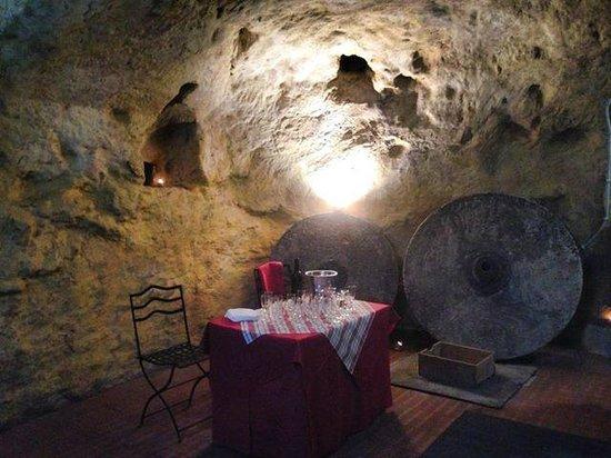 Il Vecchio Mulino : la bellissima  cantina antica