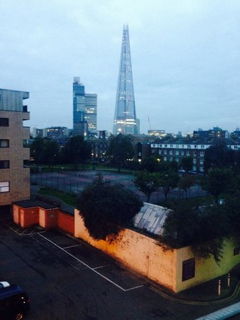 Premier Inn London Tower Bridge Hotel: What we could see from are hotel room. Tallest building in uk