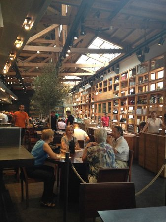Cuines Santa Caterina : Indoor Market Santa Caterina, dining