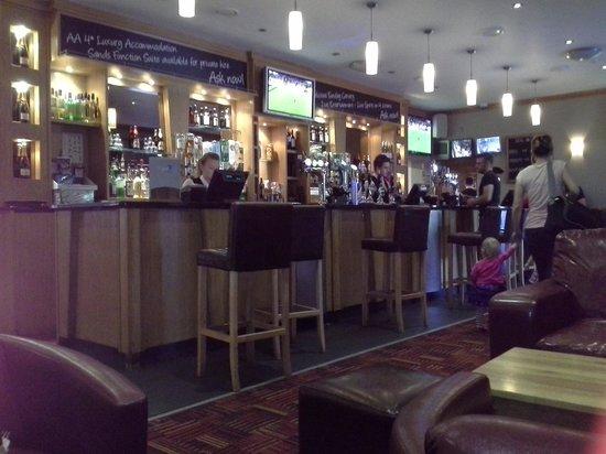 The Britannia Inn & Waves Restaurant: Bar