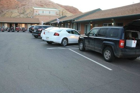 Inca Inn: Parking is tight