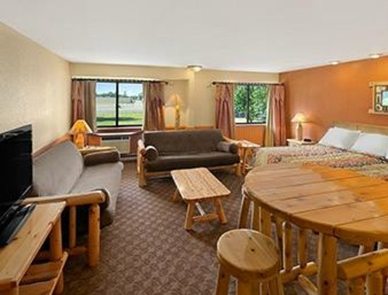 Days Inn & Suites Stevens Point: Log Cabin Suite