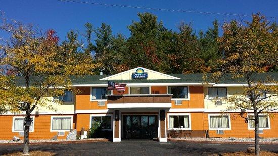 Days Inn & Suites Stevens Point: Exterior