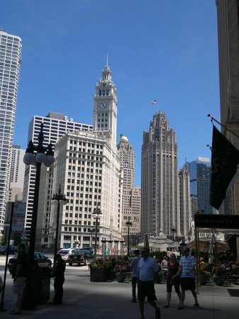 Wyndham Grand Chicago Riverfront: Vista ao sair do hotel