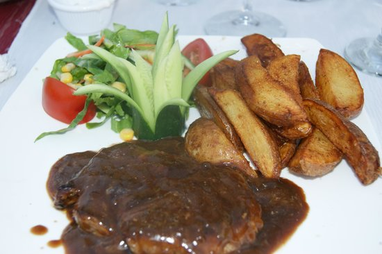 Alaaddin Bistro Steak House: God mat till bra pris.