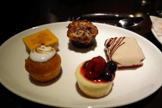 Art and Soul: OMG! 5 Little cakes for desert!!