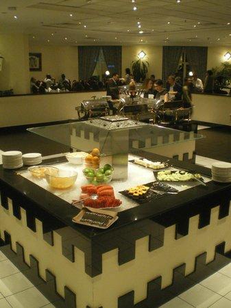 Copthorne Airport Hotel Dubai: Buffet im Restaurant