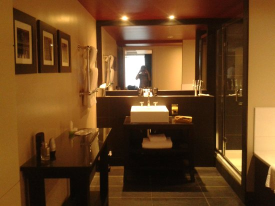 Malmaison Reading: Massive bathroom with high spec bathroom fittings