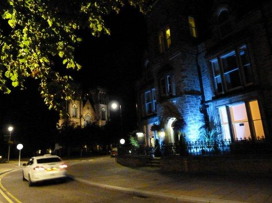 Strathness House: La guest house de nuit.