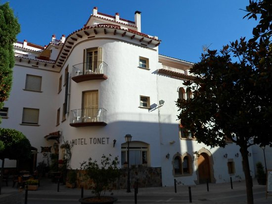 Hotel Tonet : Exterior of Hotel