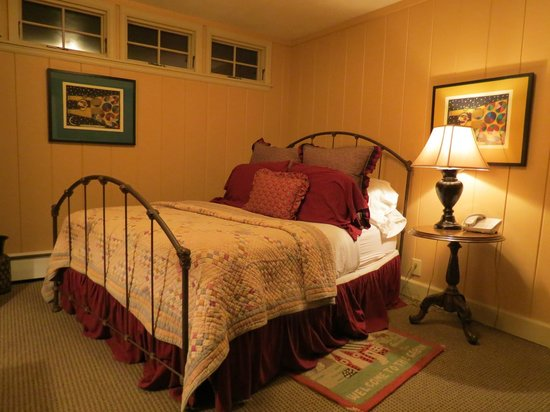 Annabelle Inn: room 104 1 queen