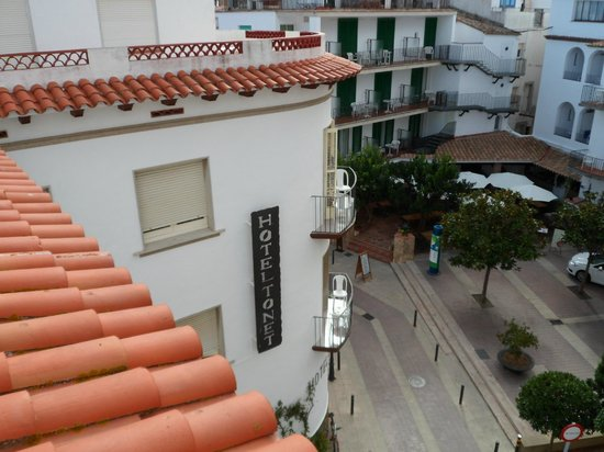 Hotel Tonet : View from roof top sunbathing terrace
