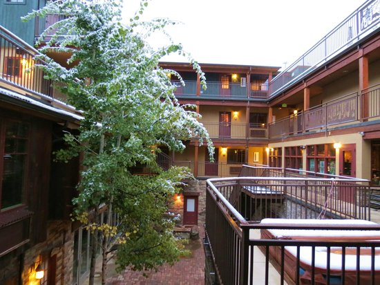 Annabelle Inn: interior courtyard