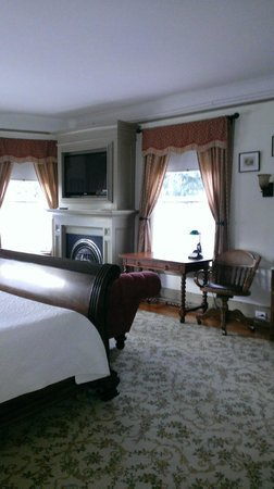 Union Gables Mansion Inn: one of many suites