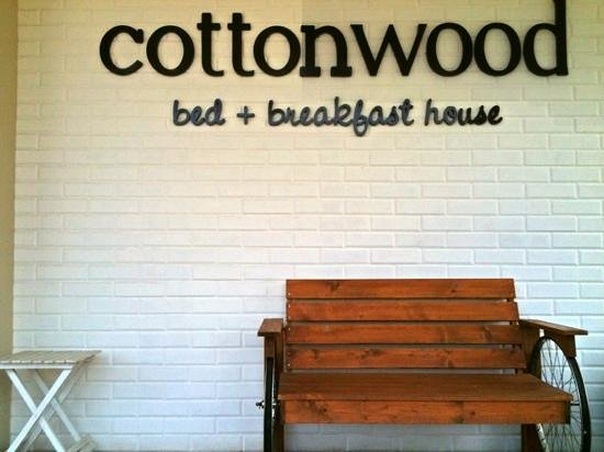 Cottonwood Bed & Breakfast: Entrance