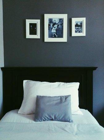 Cottonwood Bed & Breakfast: oak tree room, twin bed.