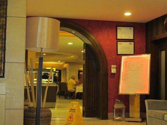 Grand Cettia Hotel: Entrance to restaurant