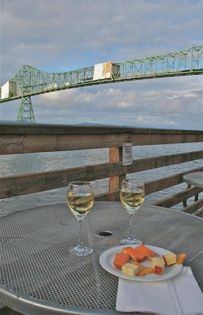 Cannery Pier Hotel: On the deck at happy hour
