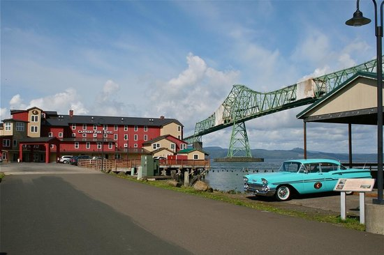 Cannery Pier Hotel: Hotel, Astoria Bridge, cool 1958 Chevy