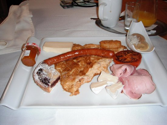 Residence U Cerneho Orla: The Prague version of The Grand Slam breakfast.
