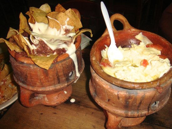 El Patio: Delicious cheese and bean dips