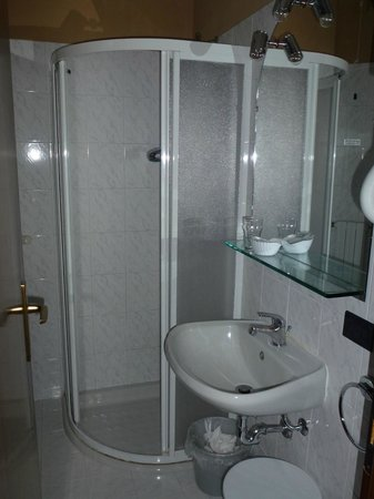 Hotel Castello San Antonio : Bad mit Bidet