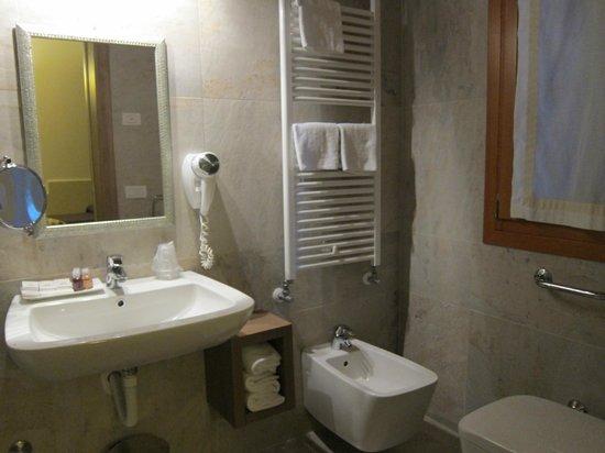 Hotel Villa Costanza: Bad