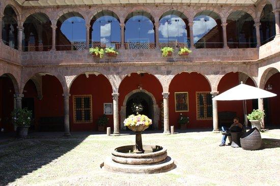 Costa del Sol Ramada Cusco: Pátio central