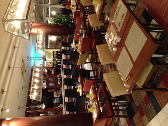 Four Points by Sheraton Long Island City Queensboro Bridge: Restaurant dining area