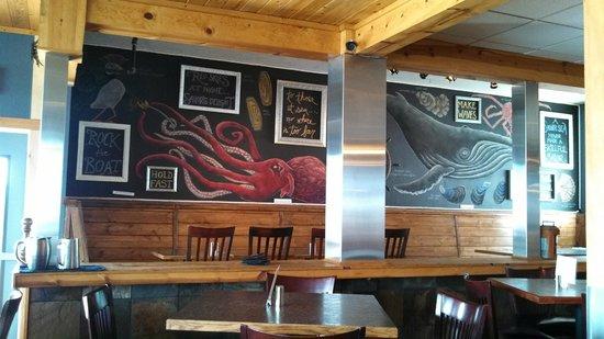 Chinooks Waterfront Restaurant: Fun Marine Life Murals
