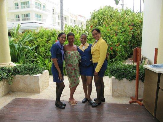 Iberostar Grand Hotel Bavaro: Strandrestaurant.....super Mädels