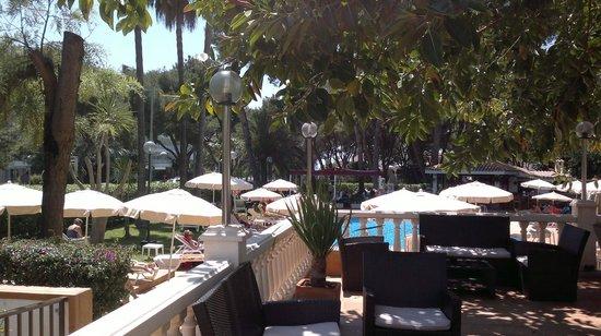 Hotel Riu Festival: Aussenterrasse mit Pool