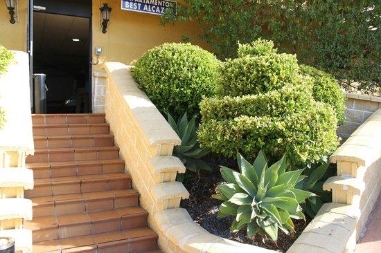 Hotel Best Alcazar: Вход в здание-апартаменты отеля