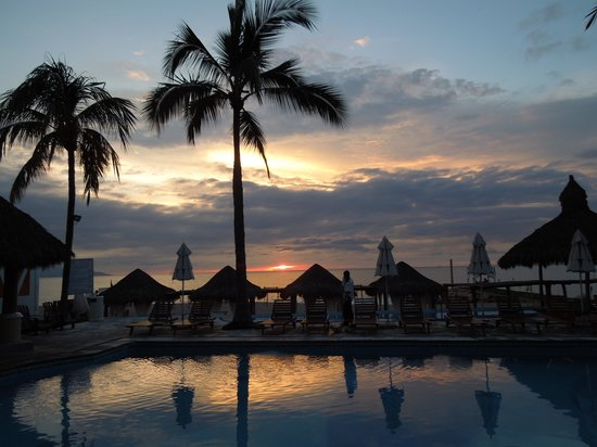 Villa Premiere Boutique Hotel & Romantic Getaway: Sunset from the pool