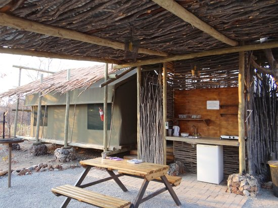 Etosha Village : Our tent, kitchen and outside seating