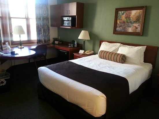 Kress Inn, An Ascend Hotel Collection : King Suite Bed Work Desk Area