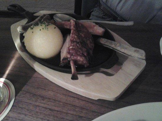 Ratskeller: stinco con la patata speciale