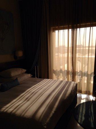 Peermont Metcourt Hotel at Emperors Palace : Room overlooking Metcourt Suites