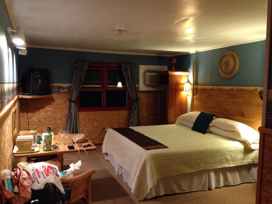 Barron Brook Inn: Our stuff is spread through the room, but you can see great space and very homey! 205 is where i