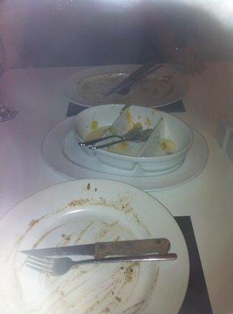 Mojos Bistro: clean plates at mojos