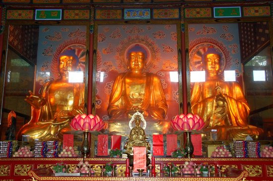 Buddha statues at Wannian Temple and Monastery