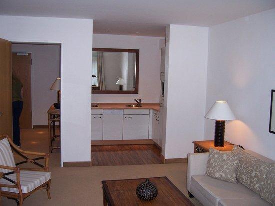The Mandala Suites: Kitchen with dishwasher!