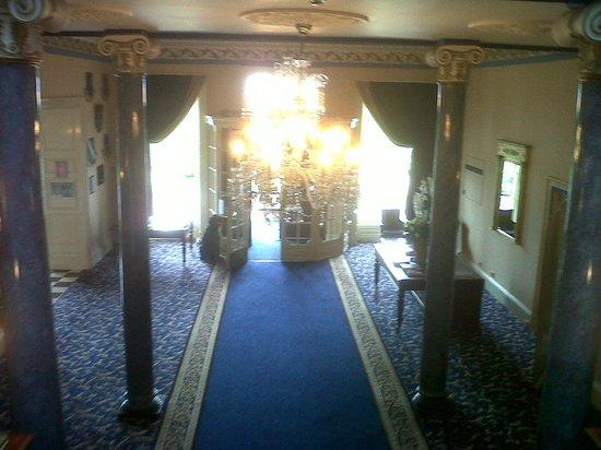 Shrigley Hall Hotel, Golf & Country Club : impressive hallway