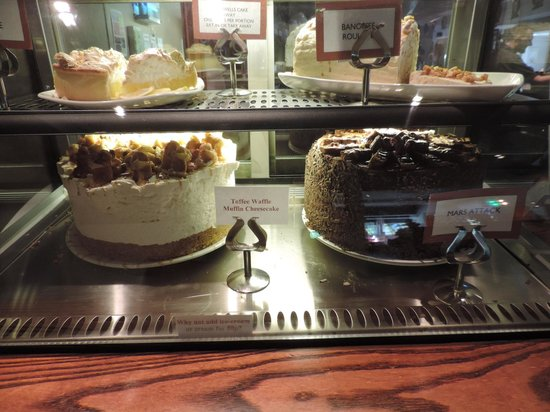 Seven Wells: MASSIVE cakes!