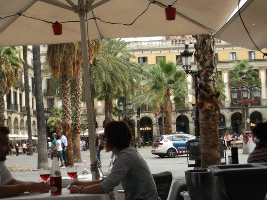 Roma Reial Hotel: views towards hotel