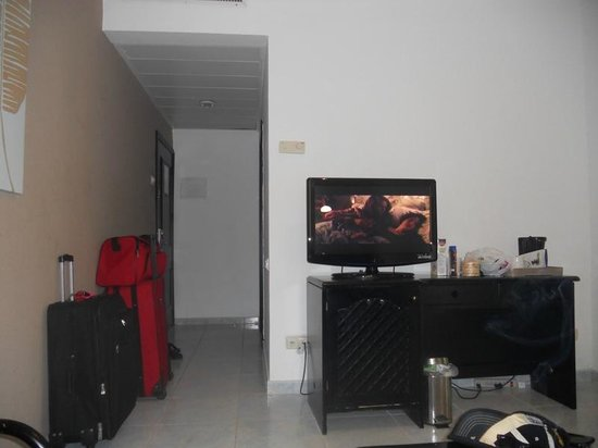 Sirenis Punta Cana Resort Casino & Aquagames: Flat screen with satalitte!