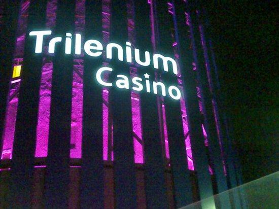 Trilenium Casino: Entrada al Casino.