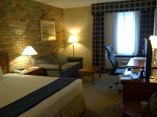 Holiday Inn Express Toronto East: Spacious and clean rooms