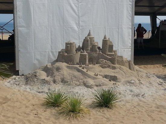 Mahi Mah's Seafood Restaurant : sand sculpture3