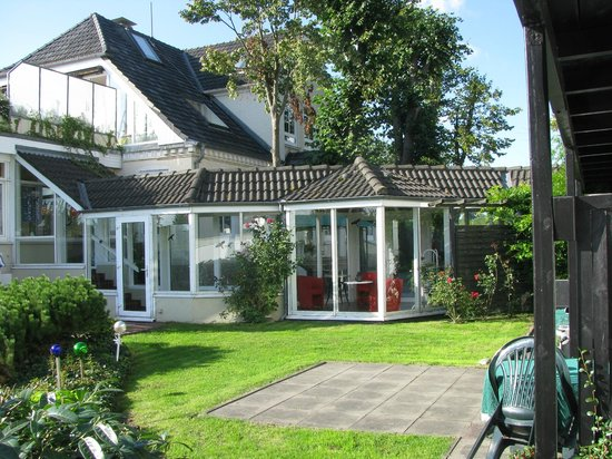 Hotel Hof Krähenberg: Blick von der Terrasse zum Haupthaus